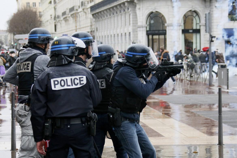 I recenti scontri tra polizia e studenti a Parigi