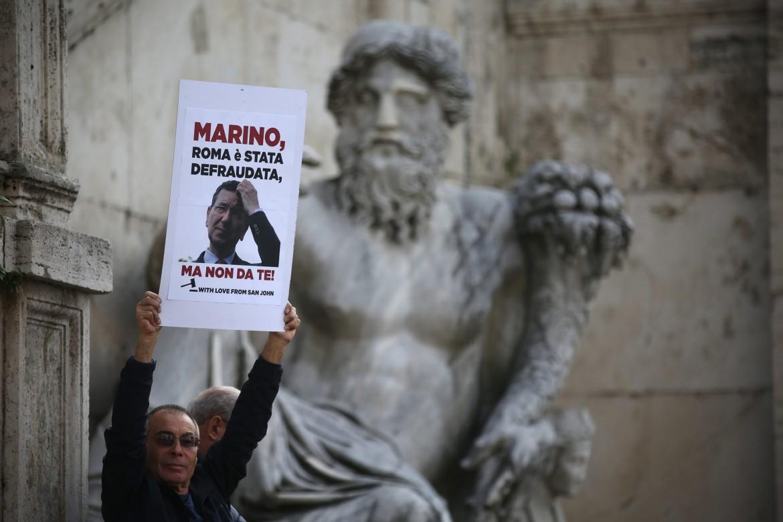 Un sostenitore di Ignazio Marino