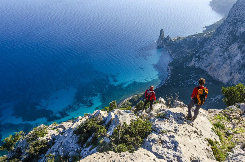 Vista di Pedra Longa da Punta Giradili (Pedra Longa è la guglia all'altezza del mare dove inizia l'itinerario selvaggio blu a Baunei)