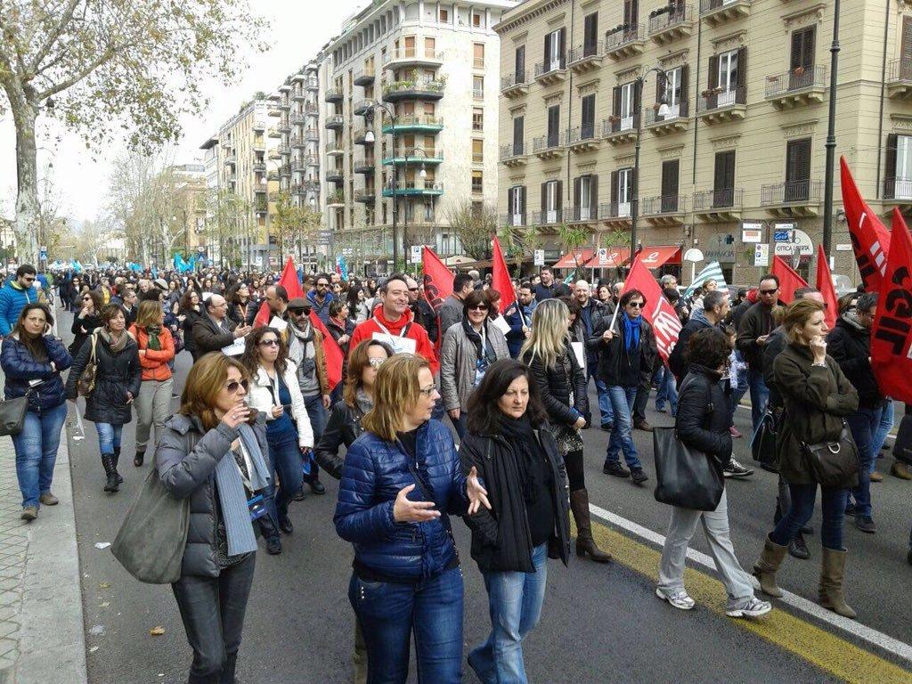 La manifestazione degli operatori di Almaviva ieri a Palermo
