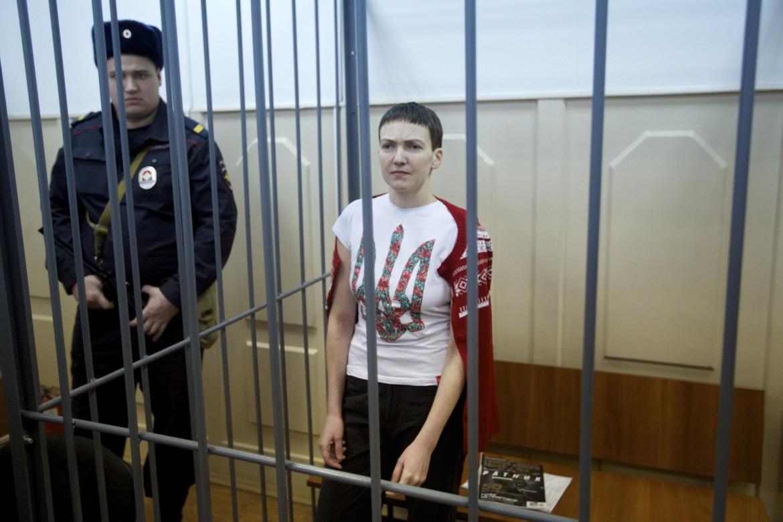 La pilota ucraina durante l'udienza al tribunale di Rostov