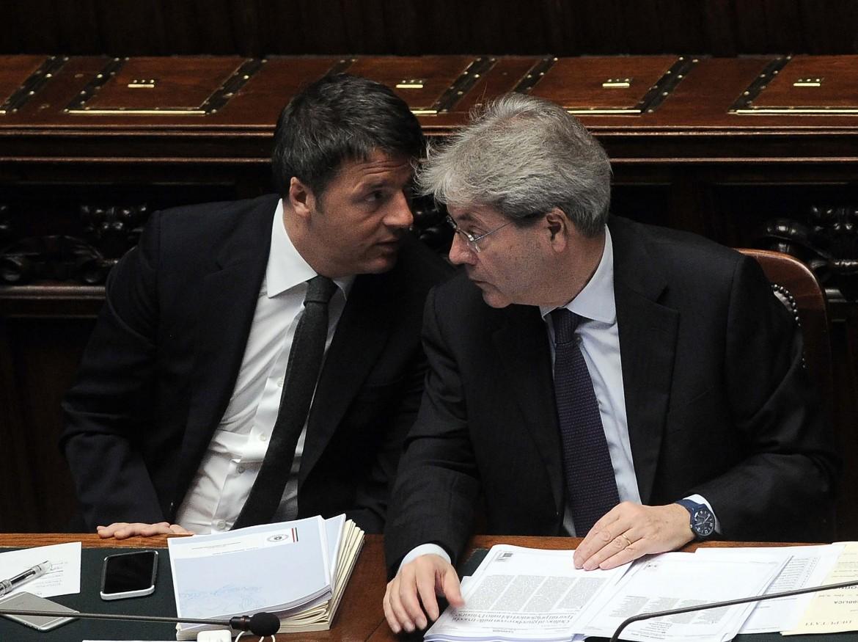 Il premier Renzi e il ministro Gentiloni