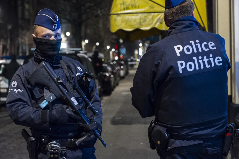 Polizia belga in pattugliamento