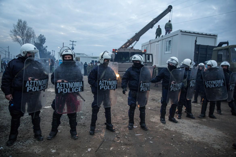 Polizia a Idomeni