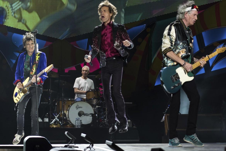 Rolling Stones in alcuni momenti dello storico concerto all'Avana