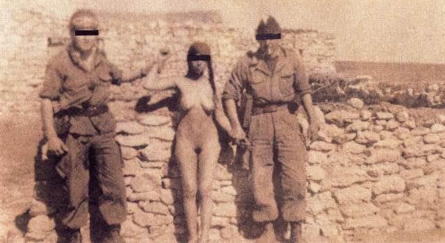 Una donna algerina catturata e umiliata dalle truppe francesi occupanti
