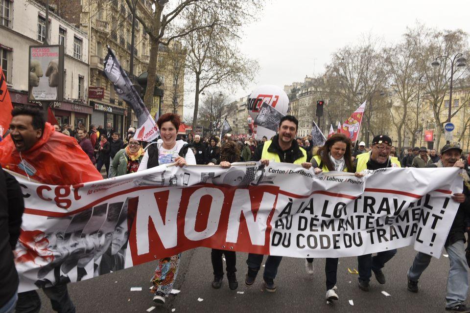 La manifestazione ieri a Parigi