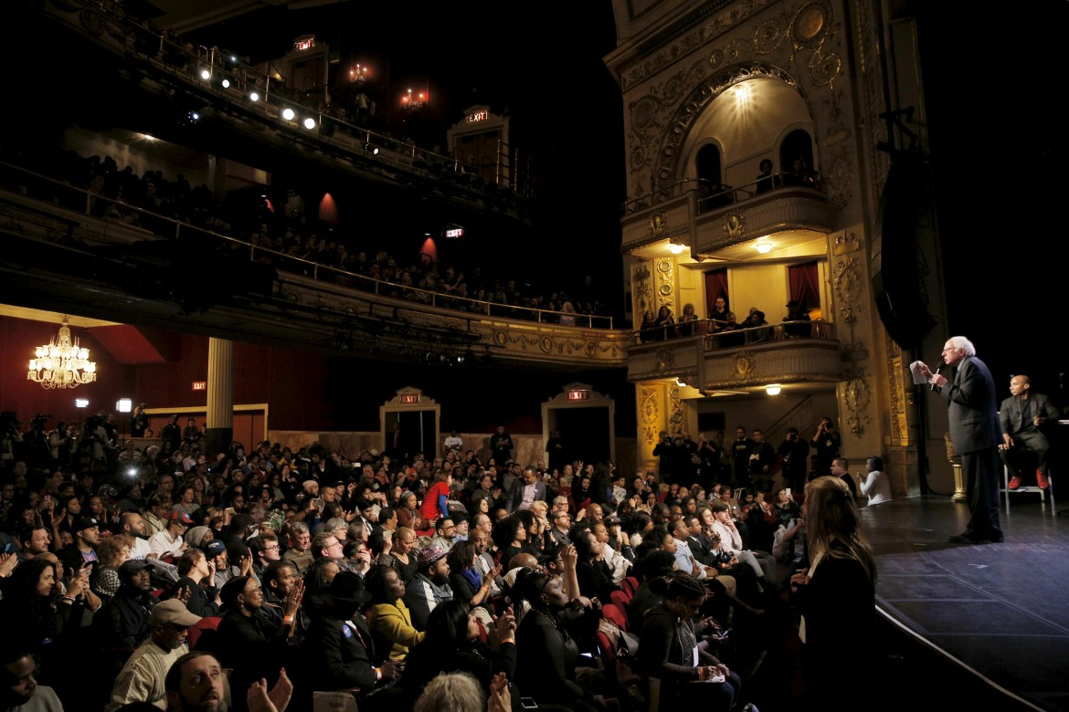 Bernie Sanders all'Apollo Theater di Harlem, New York, lo scorso 9 aprile