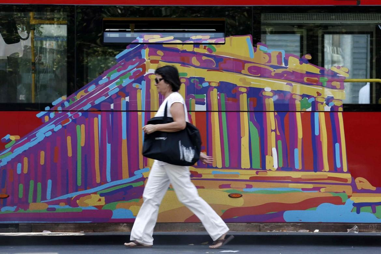 Un autobus per le strade di Atene