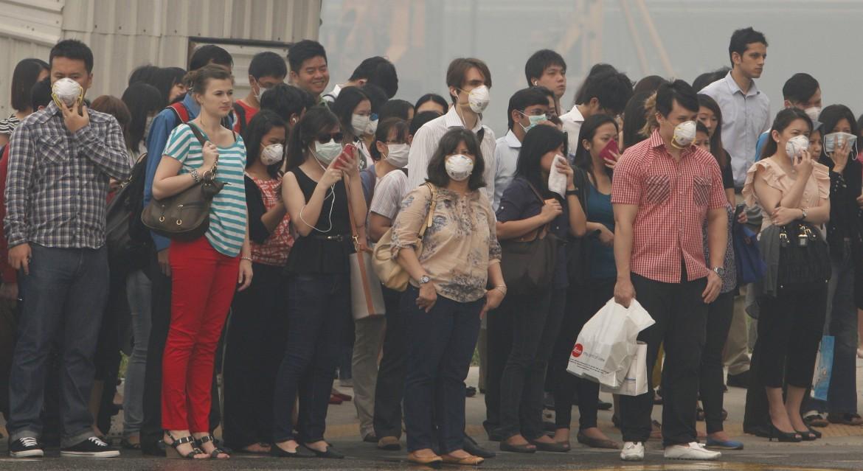 Cittadini di Singapore nell'aria irrespirabile