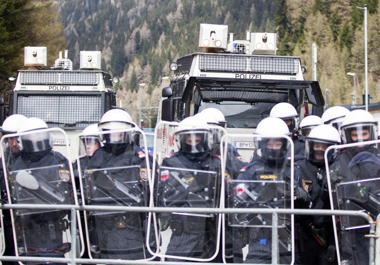 Polizia austriaca al Brennero.