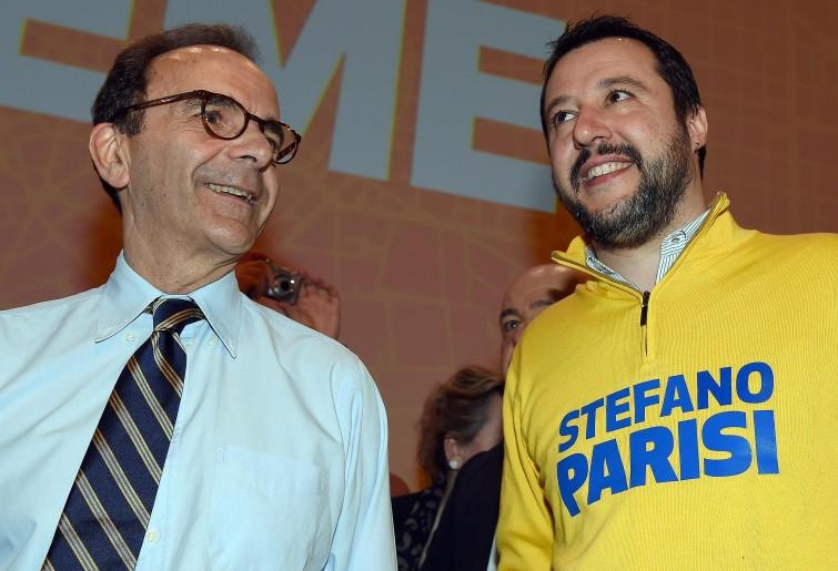 Il candidato sindaco di Milano Parisi e l'alleato Salvini