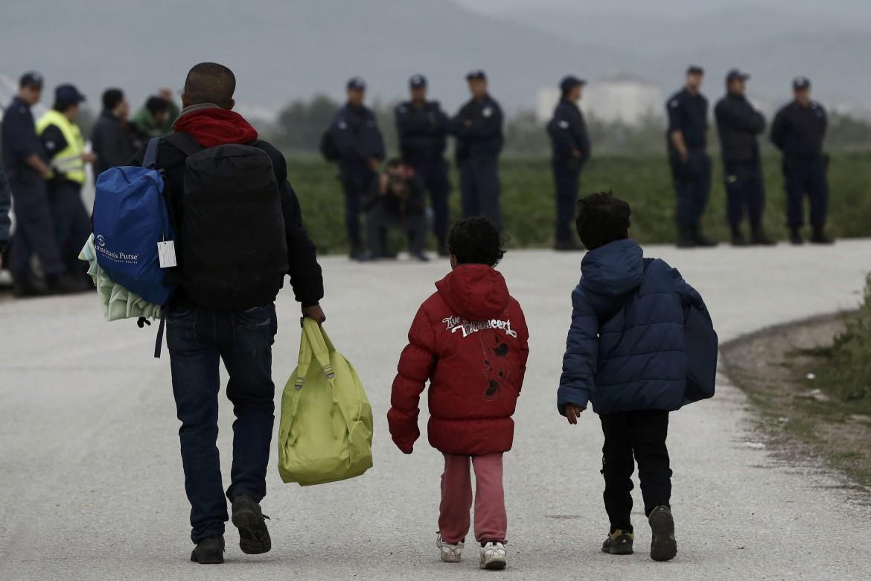 Il trasferimento dei profughi dal campo di Idomeni