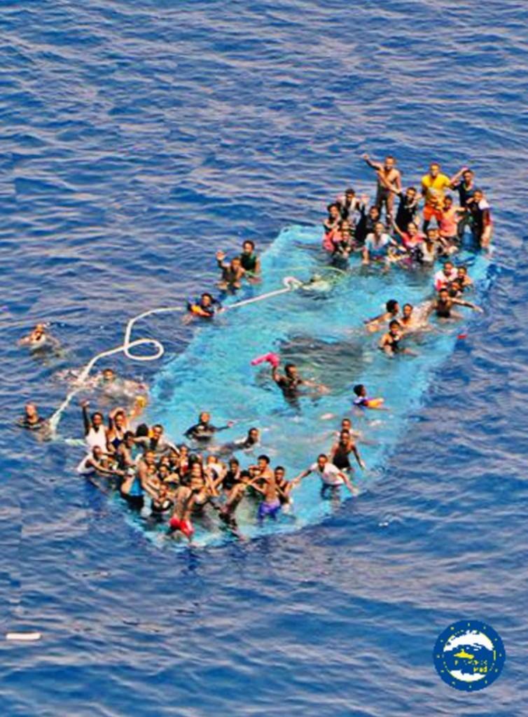 Naufraghi  alla ricerca di aiuto mercoledì nel Canale di Sicilia