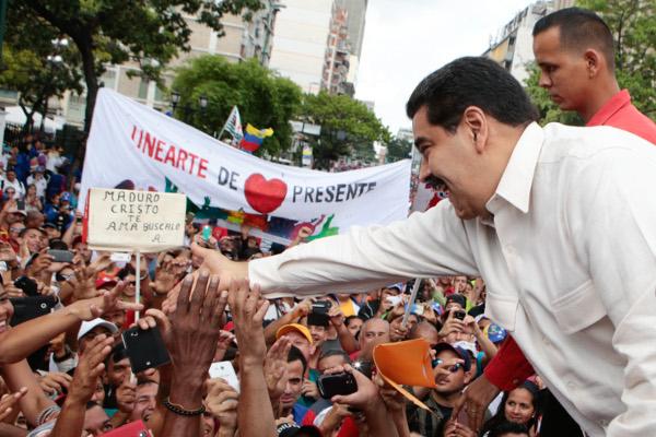 Caracas, manifestazione di appoggio al governo
