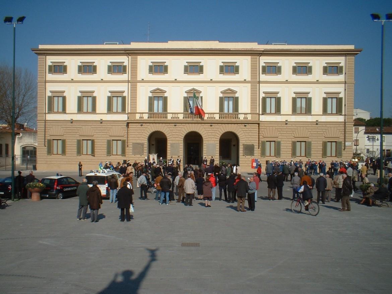 Il Municipio in piazza Vittorio Veneto