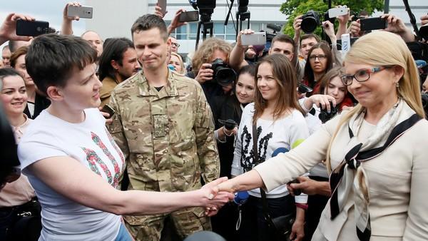 Savchenko e Tymoshenko all'aeroporto di Kiev