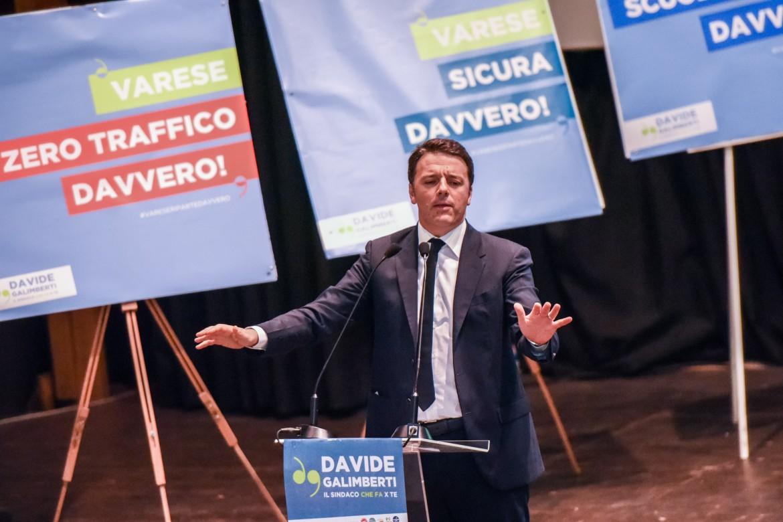 Matteo Renzi in campagna elettorale a Varese