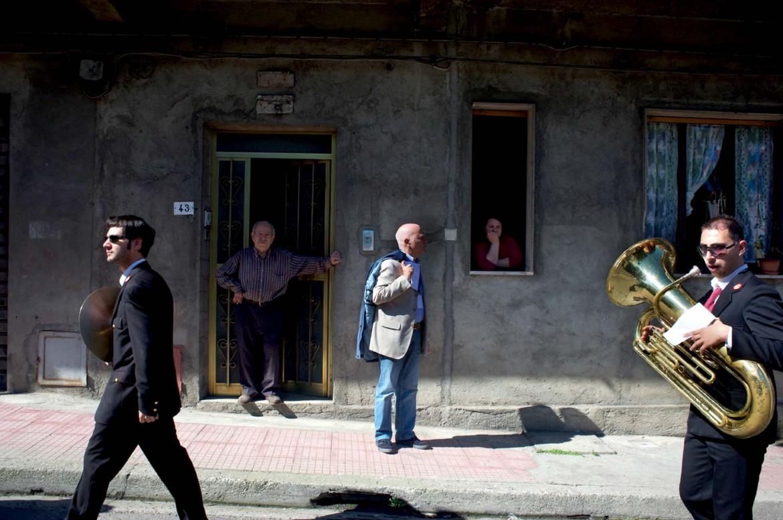 1° maggio  a Rosarno. Nel 2010  i sindacati hanno portato  la loro manifestazione nazionale nei luoghi in cui  nel gennaio precedente  si era consumata  la rivolta  dei braccianti africani