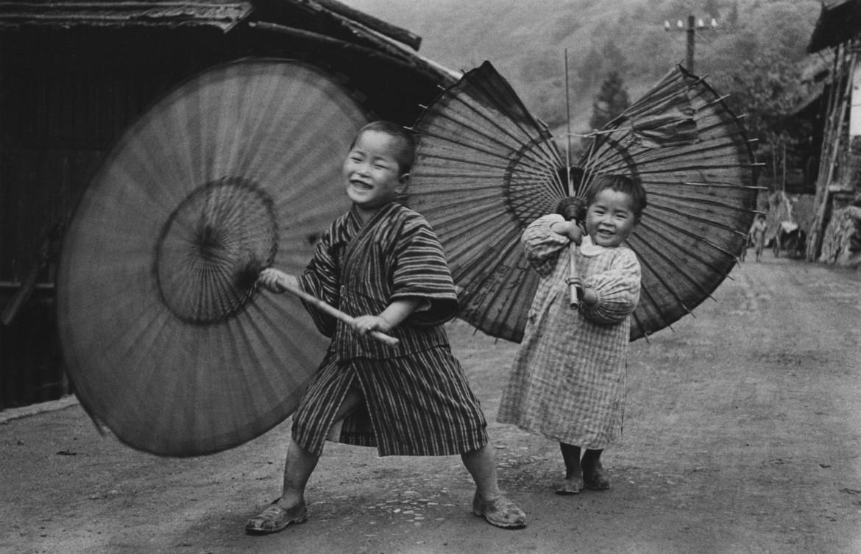 «Bambini fanno roteare l'ombrello», 1937