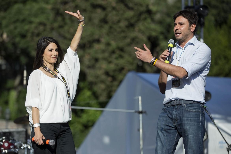 Virginia Raggi e Alessandro Di Battista a piazza del Popolo