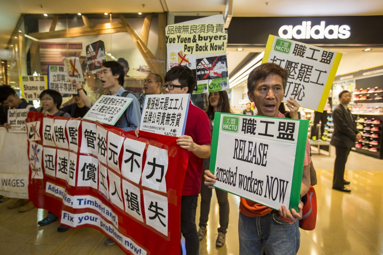 Sciopero nei calzaturifici Yue Yuen a Hong Kong