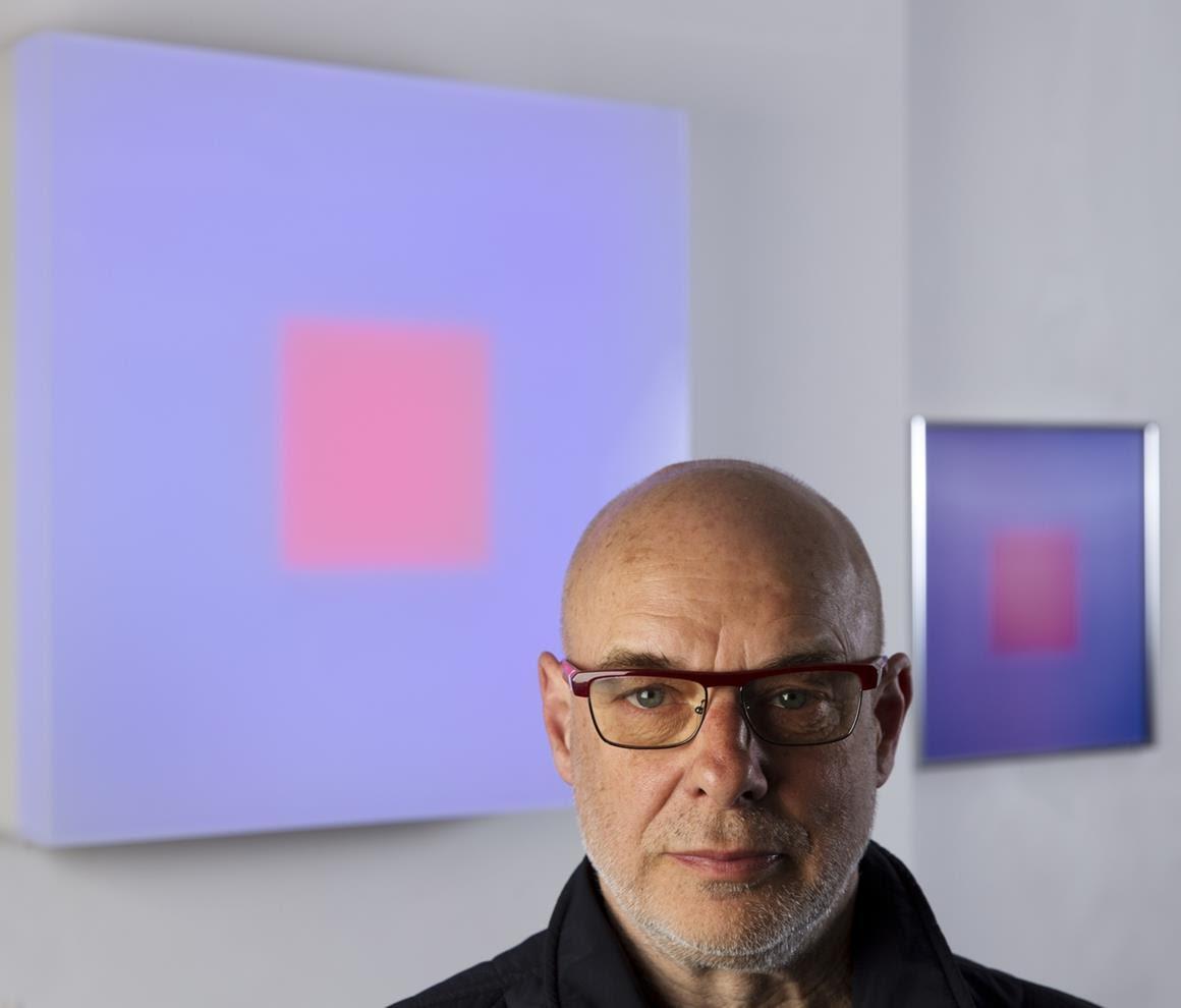 Brian Eno e le sue Light Boxes in mostra, insieme agli Speaker Flowers, fino al prossimo 30 settembre alla Galleria Valentina Bonomo di via del Portico d'Ottavia 13, a Roma