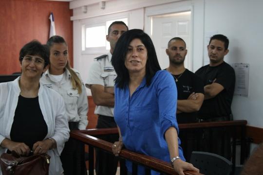 La parlamentare palestinese Khalida Jarrar durante il processo al tribunale militare di Ofer