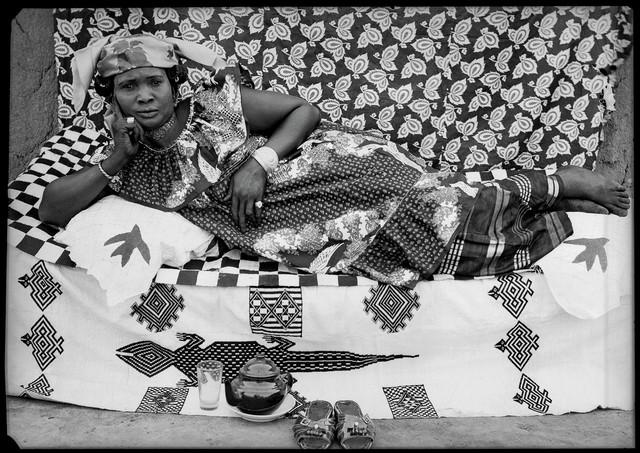 Seydou Keïta Sans titre, 1958  Genève, Contemporary African Art Collection © Seydou Keïta / SKPEAC / photo courtesy CAAC – The Pigozzi Collection, Genève