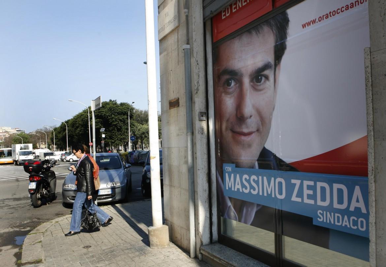 Manifesti per Massimo Zedda durante la campagna elettorale