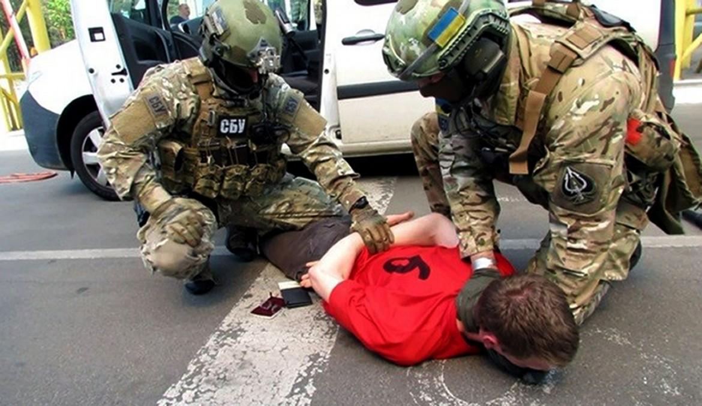 L'arresto dell'estremista di destra francese da parte della polizia ucraina