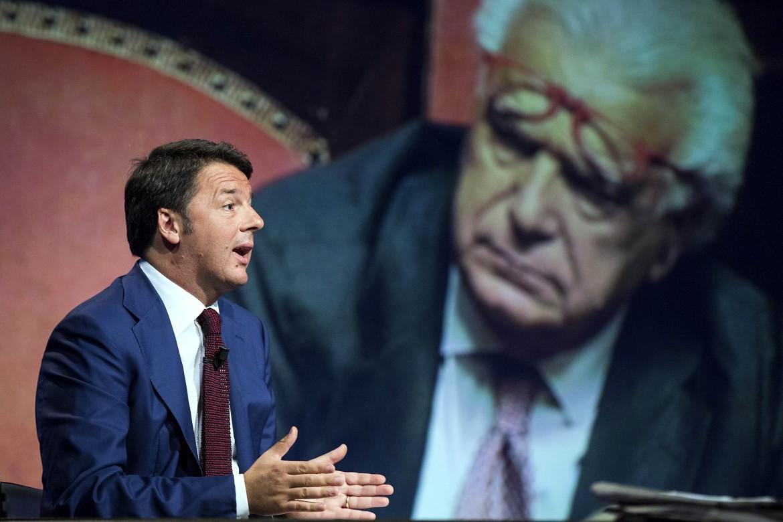 Renzi e, sullo sfondo, Denis Verdini