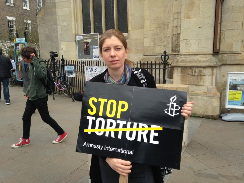 Manifestazione contro la tortura all'Università di Cambridge