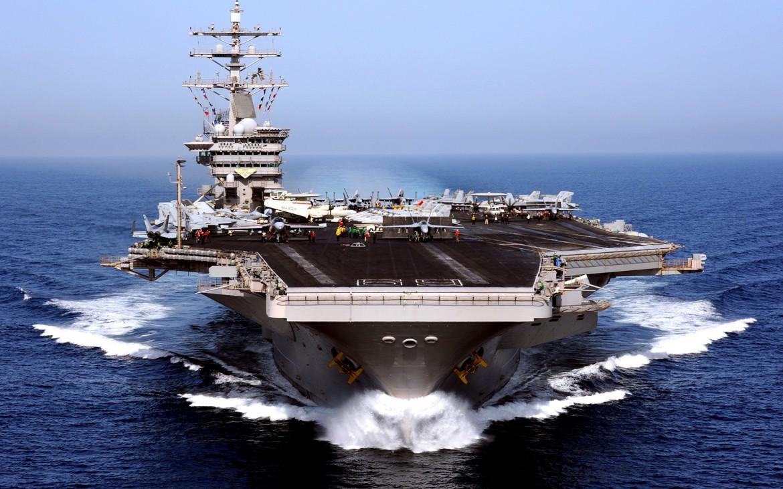 La portaerei statunitense Eisenhower