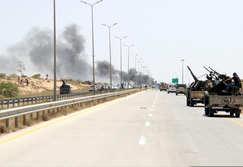 Forze leali al governo tripolino all'ingresso di Sirte il 10 giugno 2016