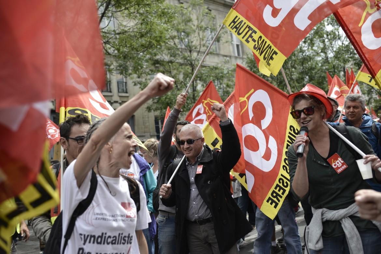 Operai in scioperto contro la Loi travail