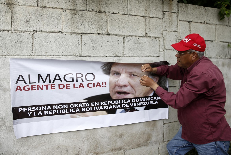 Protesta anti-Almagro di fronte alla 46esima Assemblea Generale dell'Organizzazione degli Stati americani