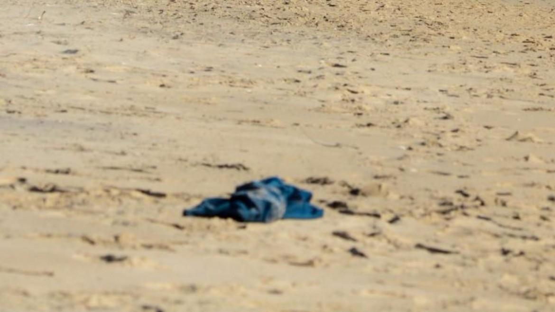 Il corpo di uno dei migranti trovati morti nel deserto