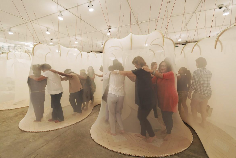 Un'installazione di Ernesto Neto