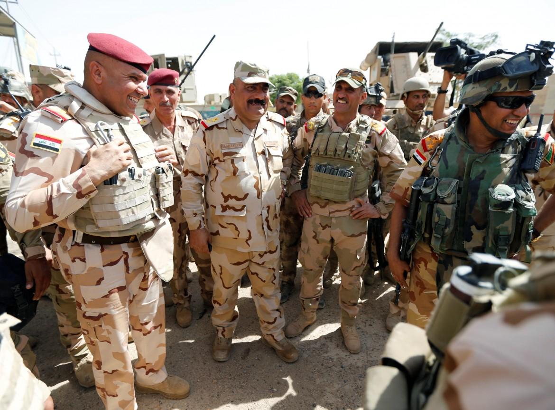 Il comandante delle operazioni militari di Baghdad con gli ufficiali impegnati a Fallujah
