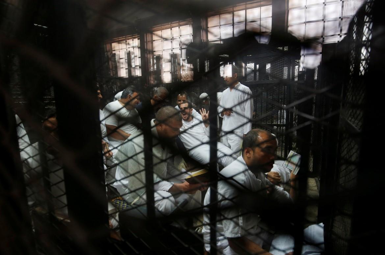 Membri dei Fratelli Musulmani alla sbarra in Egitto