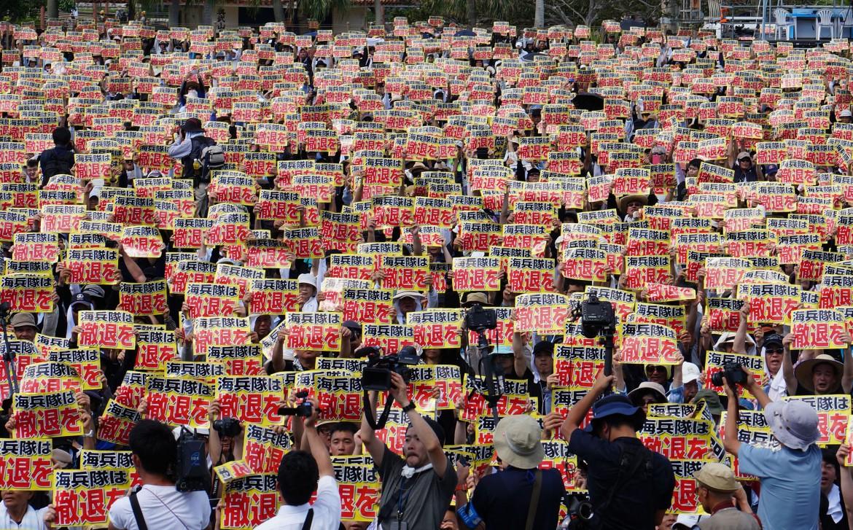 La protesta dei giapponesi a Okinawa