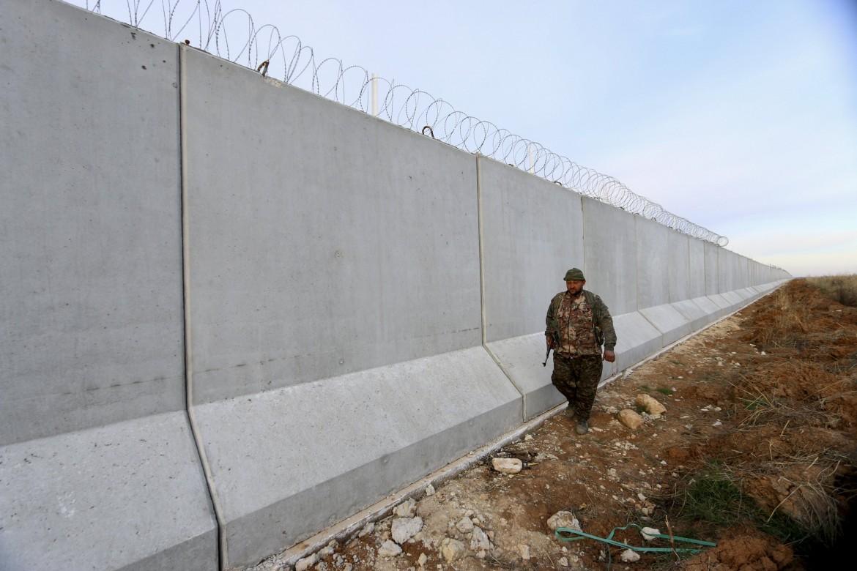Il muro al confine tra Turchia e Siria