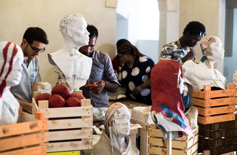 L'installazione «La rivolta delle arance» inaugurerà i battenti il 24 a Matera