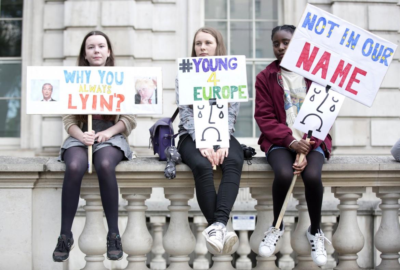 Manifestanti anti-Brexit a Downing Street, Londra
