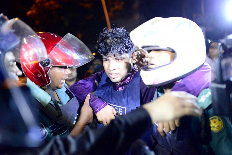 Dopo l'attentato terroristico a Dhaka