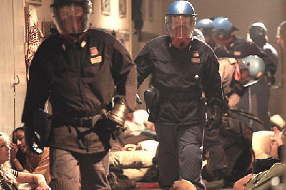 Genova, G8 del 2001. Immagine tratta dal film Diaz di Daniele Vicari