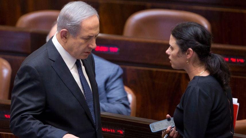Il premier Netanyahu con la ministra della giustizia Ayelet Shaked