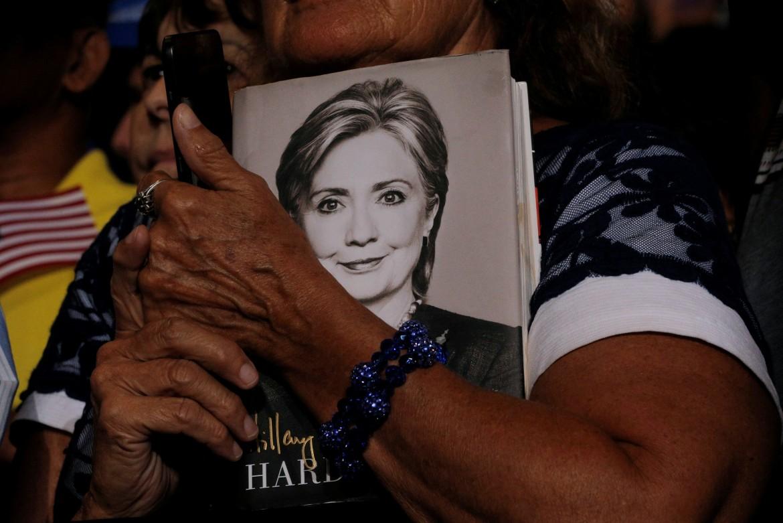 Tampa (Florida), sostenitrice-lettrice di Hillary Clinton al comizio di ieri