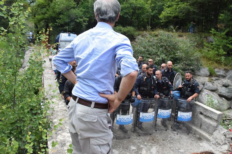 Valsusa, oggi: visita al Mostro, da parte dei vecchi e nuovi NOTAV. Il Presidente di ProNatura, Mario Cavargna, notav storico, era fra le guide locali: non crede ai propri occhi